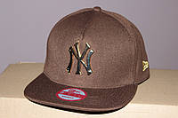 Реперка коричневая с прямым козырьком бейсболка Нью - Йорк с металлическим логотипом