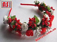 Обруч №02 - 2 ряда белых и красных роз и сложных тычинок
