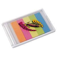 Пластиковая коробочка с пятью разноцветными стикерами