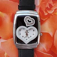 """Кварцевые женский часы (кожанный ремешок)  """"сердечко"""", камни - вставки: горный хрусталь."""