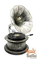 Старинный ретро граммофон