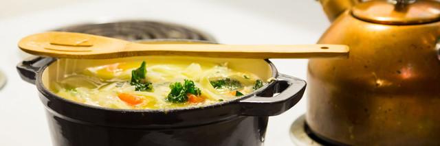 Чугунная сковорода жаровня – что это такое и для чего нужна