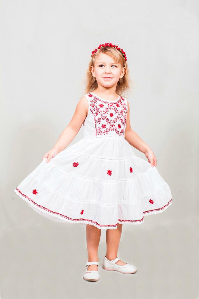 Оригинальное детское платье с вышивкой (Индия)