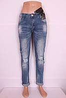 Женские рваные джинсы бойфренды