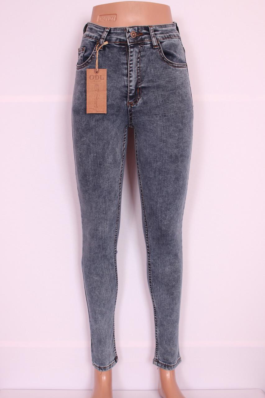 серые джинсы женские фото
