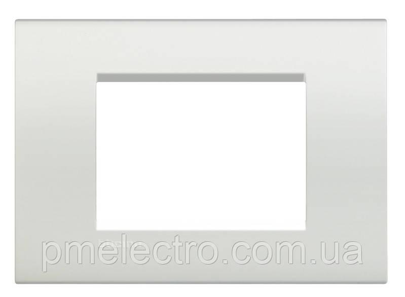 LivingLight Рамка прямоугольная, 3 модуля, цвет Белый