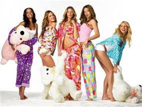 Жіночі піжами, домашні костюми, пляжний одяг