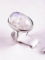 Модное кольцо из серебра с лунным камнем