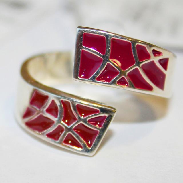 Кольцо серебряное с красной эмалью Фантазия