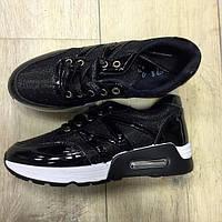 Кроссовки черные с лакированными вставками