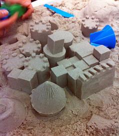 Кинетический песок, тесто для лепки.