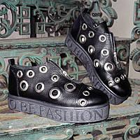 Женские кожаные черные туфли на утолщенной подошве, декорированы люверсами. , фото 1