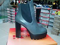 Ботильоны  женские  из натуральной кожи на высоком каблуке с платформой, серого цвета LEXI.