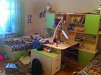 Детская комната D-6 с бежево салатовые фасадами и шкафами купе