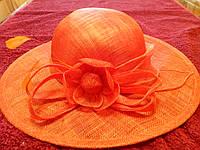 Шляпа оранжевая с большим полем и цветком с листиками