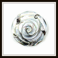 Кулон Роза большая из натурального перламутра со стразами