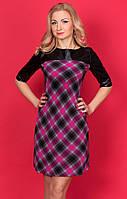 Женское демисезонное платье в малиновую клетку со вставками из экокожи.