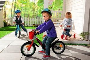 Детский транспорт, ролики и аксессуары