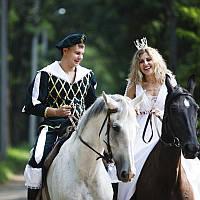 Романтическая прогулка для 2 -их на лошадях вдоль реки