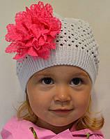 Вязаная детская шапочка для девочек с застежкой сзади