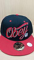 Кепка OBEY черная с красным козырьком.