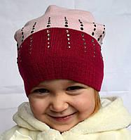 Цветная вязаная шапочка с рисунком из стразиков