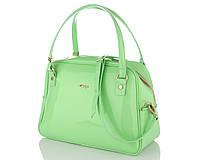 Яркий  лак в новой коллекции модных сумок
