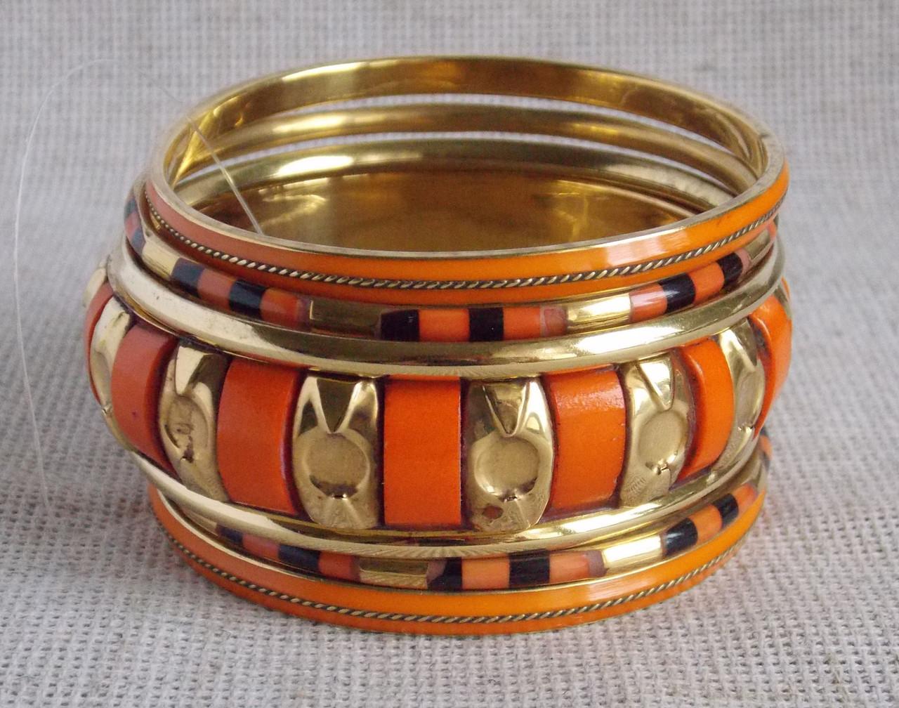Набор оранжевых индийских  браслетов из кости. Индийские украшения