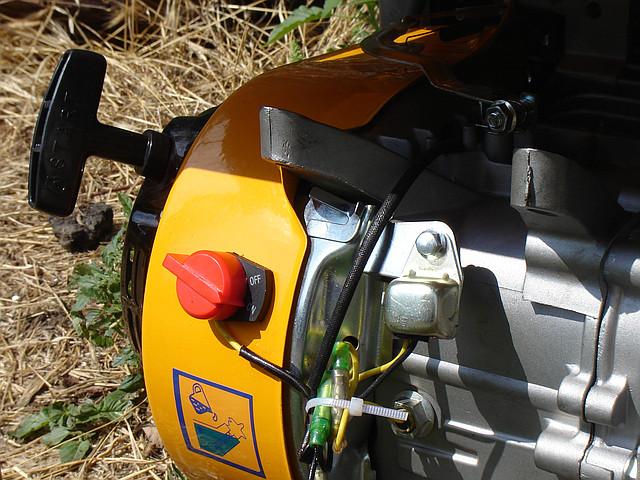 Бензиновый генератор Sadko GPS 3500B: датчик уровня масла на двигателе
