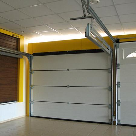 Подъемно-секционные ворота. Вид из гаража