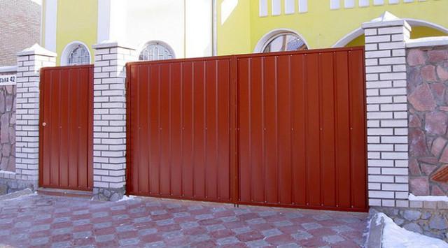 Распашные ворота из профнастила Днепропетровск