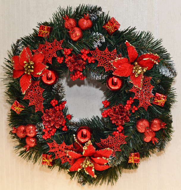 Венок новогодний большой  украшенный красный 0423 R