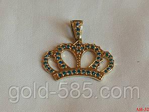 Золотая подвеска в виде короны с фианитами