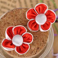 Аппликация пришивная. Цветок канзаши красный