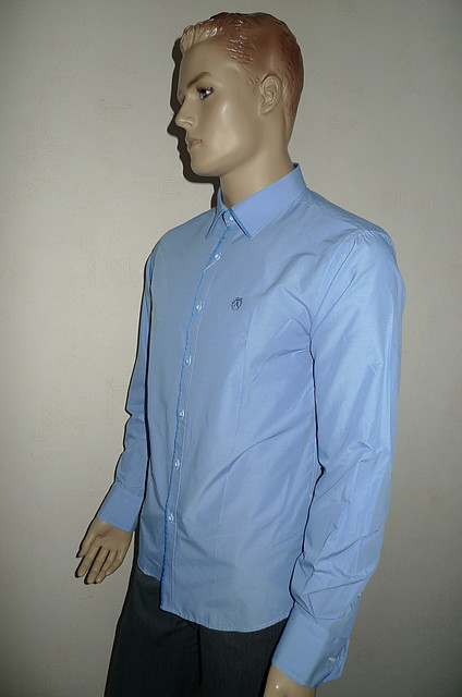 Мужская рубашка в мелкую голубую клетку