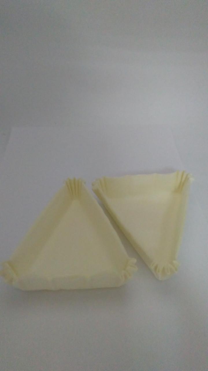 Форма треугольная белая  102*78*25мм Украина- 04810