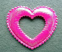 Аппликация пришивная. Сердце ярко-розовое ,блестящее