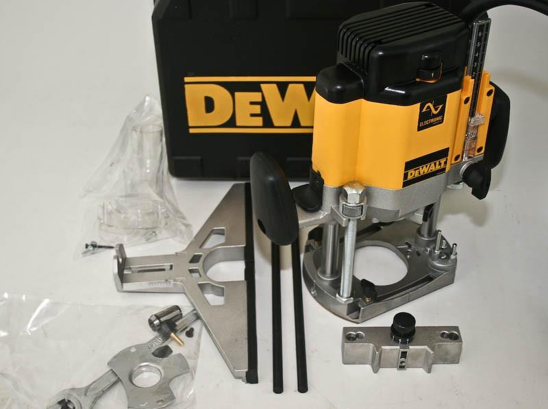 Фрезер DeWALT DW625E