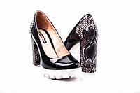 Туфли женские лаковые Foletti ( черные , каблук под рептилию)