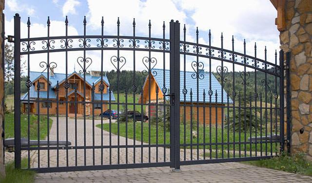 Оцинкованные кованые ворота