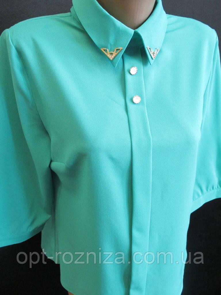 Однотонные молодежные блузы с воротником.