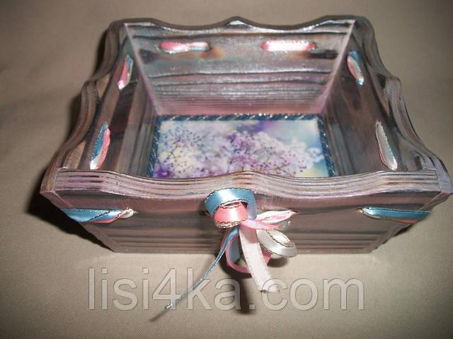 Деревнная сиреневая конфетница с серебрением и нежным цветочным рисунком