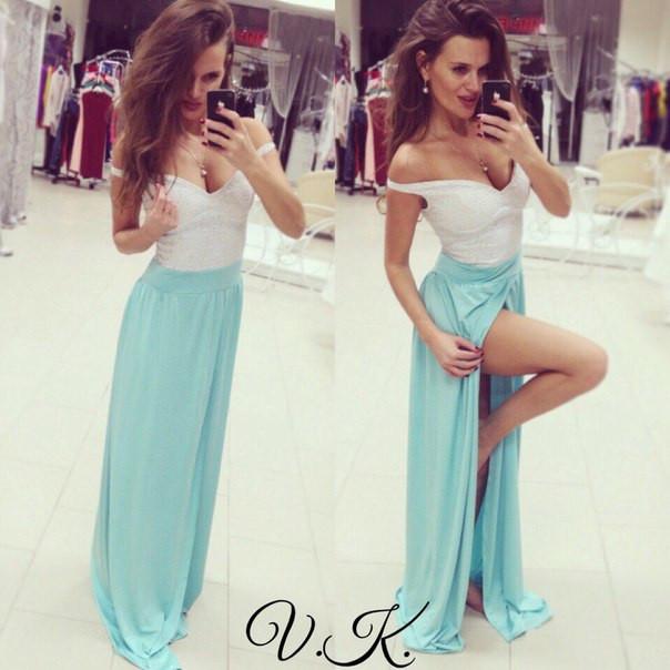 Платье с кружевным верхом и длинным разрезом