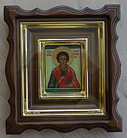 Киот для иконы-миниатюры фигурный из ольхи с деревянной рамкой и золочёными штапиками.