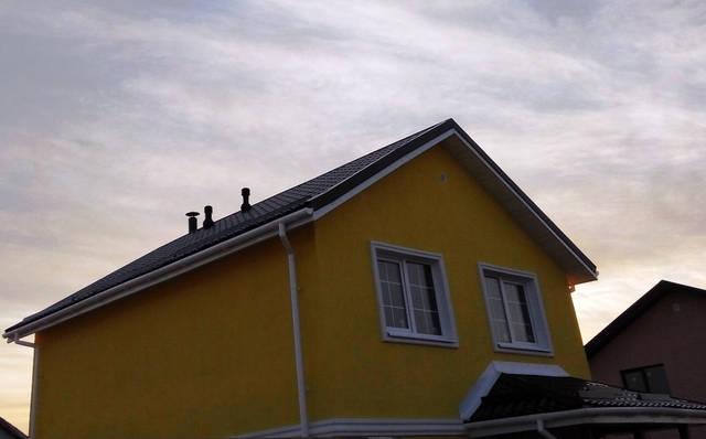 Вытяжные вентиляторы тихие, позволяют соединять воздушные каналы и выводить их на крышу дома.