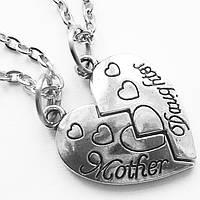 """Парные кулоны с надписью """"Мама - дочь""""."""