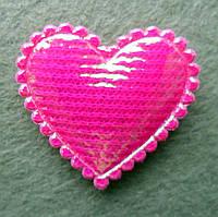 Аппликация пришивная. Ярко-розовое сердце