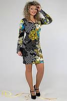 Яркое весеннее платье с длинным рукавом.