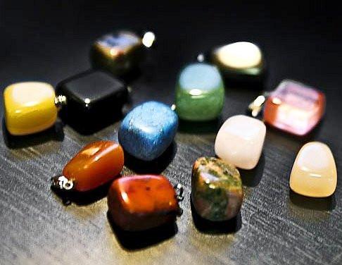 Кулоны с энергией камня