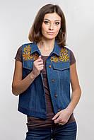 Женская вышитая джинсовая жилетка